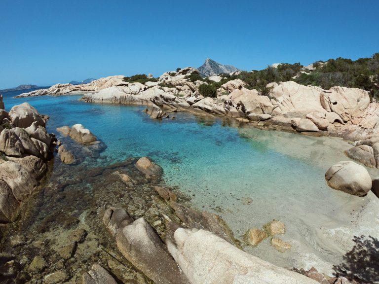 Spettacolo della natura tra le spiagge più belle della Sardegna nord est