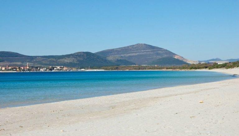 Una delle spiagge cittadine più belle della Sardegna nord Ovest
