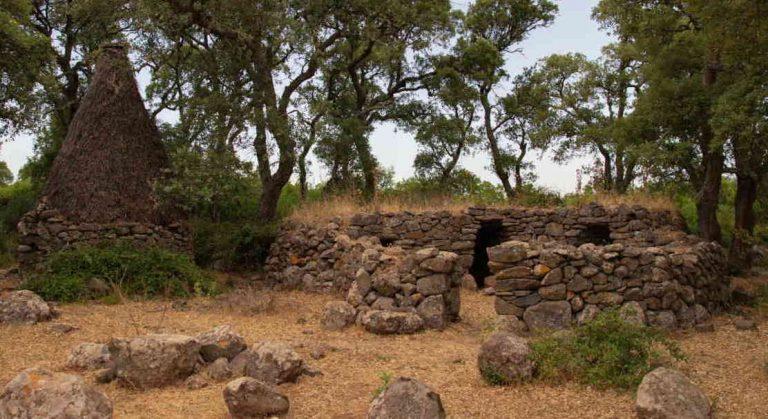 itinerario sardegna parco giara, le capanne dei pastori