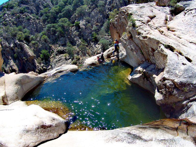 Itinerario in Sardegna a Monte Nieddu nelle piscine naturali di Pitrisconi
