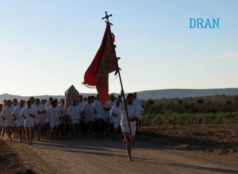 Borghi Sardegna e questa è la corsa degli scalzi a San Salvatore Sinis