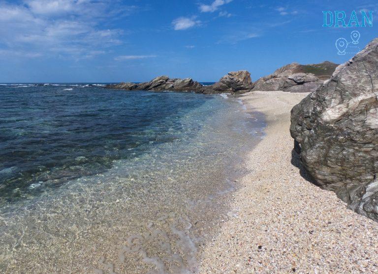 escursione isola dei porri in una delle calette lungo il percorso